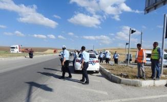 Çorum'da tur otobüsü ile otomobil çarpıştı: 3 ölü, 26 yaralı