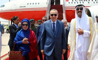 Cumhurbaşkanı Erdoğan'ı Doha'da Katar Emiri karşıladı