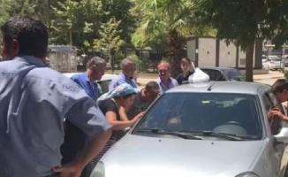 Otomobilde unutulan çocuk cam kırılarak kurtarıldı