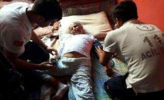 Uyuşturucu bağımlısı, yatalak annesi ve iki kız kardeşini rehin aldı