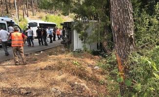 Antalya'da tur otobüsü devrildi