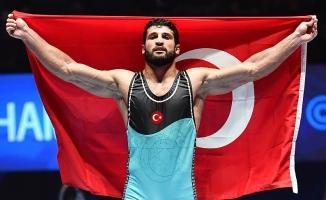 Milli güreşçi Metehan Başar, dünya şampiyonu oldu