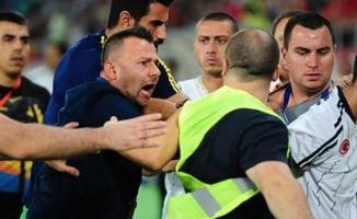 Vardar - Fenerbahçe maçı sonrası saha karıştı