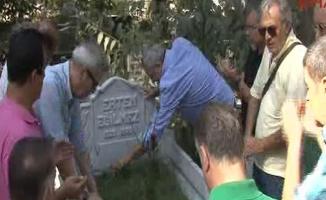"""Hababam Sınıfı"""" Ertem Eğilmez'i mezarı başında andı"""