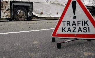 Bitlis'te öğrenci servisi ile otomobil çarpıştı: 1 ölü, 22 yaralı