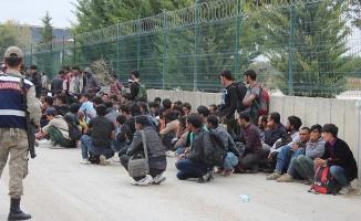 Edirne'de 200 kaçak ve sığınmacı yakalandı