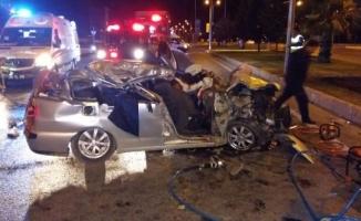 Otomobil, park halindeki TIR'a çarptı: 2 ölü, 2 yaralı