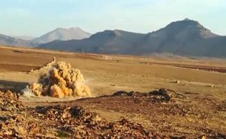 PKK'lı teröristlerin yola tuzakladığı 350 kiloluk EYP, imha edildi