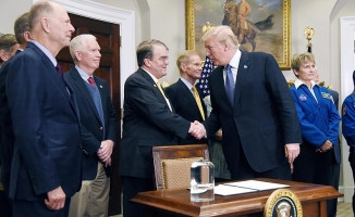 Trump Amerikalı astronotları tekrar uzaya yollayacak