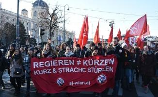Viyana'da aşırı sağcı yeni hükümet karşıtı gösteri