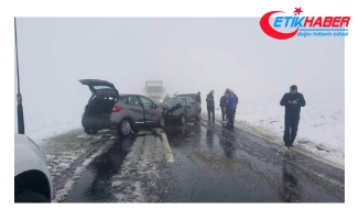 Aksaray'da iki otomobil çarpıştı: 1 ölü, 6 yaralı