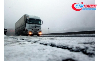 Bolu Dağı'nda kar ve sis ulaşımı etkiledi