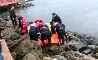 Denize atlayan kadını balık adam kurtardı