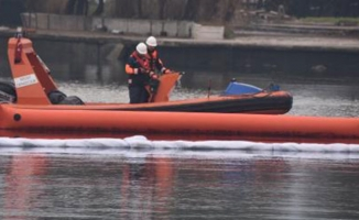 Fuel oil denize aktı, liman kapatıldı