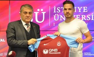 Trabzonspor'un yeni transferi Novak imzayı attı