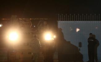 Kilis'in Öncüpınar Sınır Kapısı'ndan Suriye'nin Azez bölgesine askeri araç sevkiyatı gerçekleştirildi