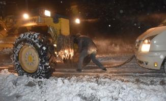 Rize'de 8 köy yolu kardan kapandı