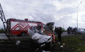 Pazarcık'ta, otomobil kamyona çarptı: 1 ölü, 2 yaralı