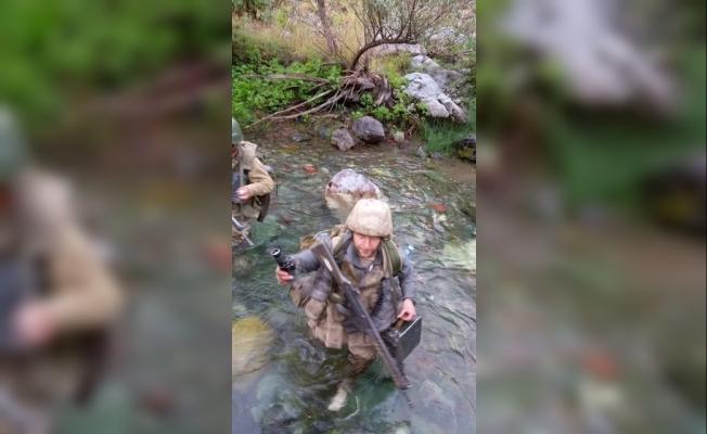 Mehmetçik zorlu arazi şartlarında terörist takibinde
