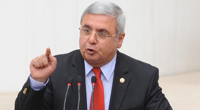 AKP'li Metiner'dan Davutoğlu'na: Yaptığı doğru değildir, hakkı yoktur