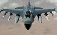 Savaş uçakları bir saat vurdu, komutanlar karargahtan takip etti