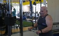 84 yaşında vücut geliştirme sporu yapıyor