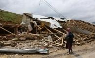 Bayburt'ta şiddetli rüzgar ve hortum hasara neden oldu