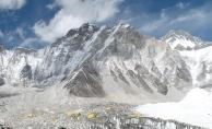 Everest'teki kampta 4 dağcı ölü bulundu