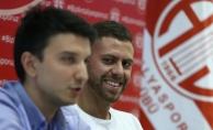 Antalyaspor, Menez ile 3 yıllık sözleşme imzaladı