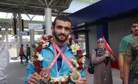 Başarılı sporcu Konya'ya iki madalya getirdi