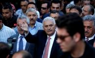 Başbakan Yıldırım, vatandaşlarla 15 Temmuz Şehitler Köprüsü'ne yürüyor