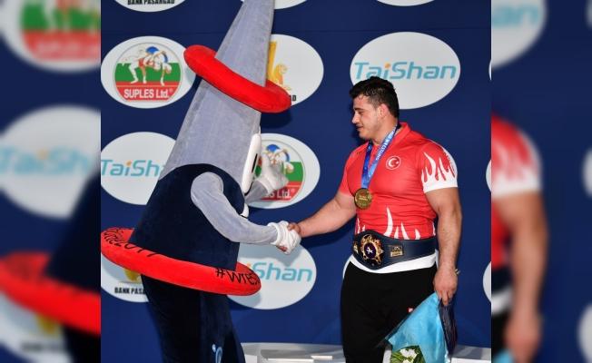 Rıza Kayaalp Dünya Güreş Şampiyonası'nda altın madalya kazandı