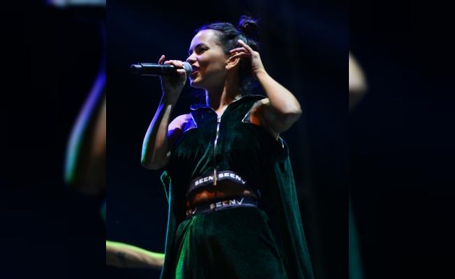 Romanyalı şarkıcı Inna, Çanakkale'de konser verdi