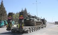 Hatay'a gönderilen paletli zırhlı vinç, iş makinesi ve askeri araçlar sınır hattına konuşlandırıldı