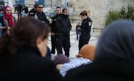 Filistinliler protesto için Kudüs sokaklarında