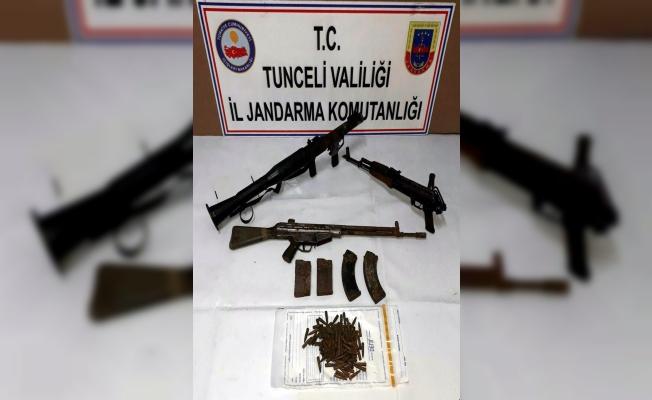 Tunceli'de  2 ayrı operasyonda teröristlere ait silah, mühimmat ve yaşam malzemeleri ele geçirildi