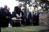 Cumhurbaşkanı Erdoğan, Başbuğ Alparslan Türkeş'in kabrini ziyaret etti