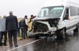 Diyarbakır'da otomobille minibüs çarpıştı: 1 ölü, 9 yaralı