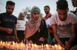 Gazze şehitleri anısına mum yakıp İsrail'i protesto ettiler