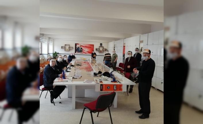 Kastamonu'daki TÜRKAV ve Türk Eğitim-Sen siperlik üretim mesaisinde