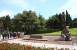 Milli Eğitim Bakanı Ziya Selçuk, Azerbaycan'da şehitlikleri ziyaret etti