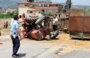 Kamyonet saman yüklü traktöre çarptı; yol 5 saat...