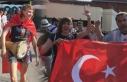 Rus şarkıcı, Türk bayrağı ve darbukayla Moskova...