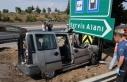 Hafif ticari araç, yön levhasına çarptı: 3 ölü,...