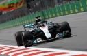 Hamilton 2 yıl daha Mercedes'te