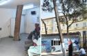 Hastanenin bekleme salonundaki çam ağacı şaşırtıyor