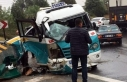 İzmir'de yolcu minibüsü bariyere çarptı:...