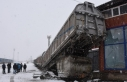 Kars'ta manevra yapan yük treninin vagonu raydan...