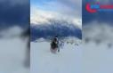 Mehmetçik karla kaplı dağlarda operasyonlarını...
