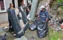 Bursa'da kötü koku gelen evden 3 ton çöp...